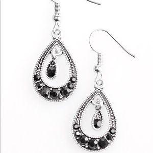 Paparazzi hook earrings